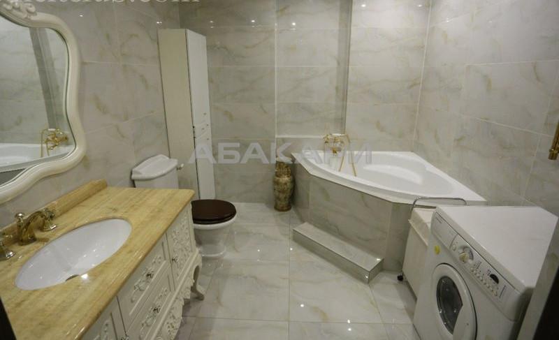 3-комнатная Ады Лебедевой Центр за 50000 руб/мес фото 1